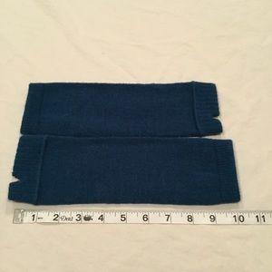 Accessories - NWOT Teal Wrist Warmers